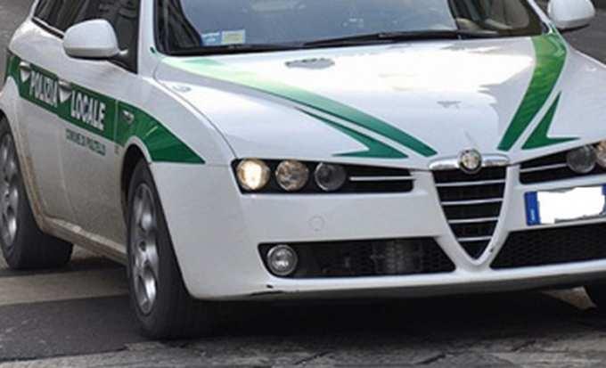Vagava in stato confusionale tra Roverbella e Marmirolo: anziano malato di Alzheimer soccorso dalla Polizia Locale