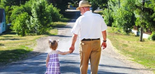 Bonus baby sitter anche a nonni e zii purchè non conviventi
