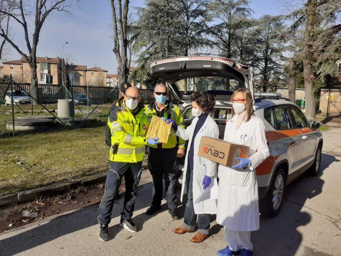 In arrivo domani a Mantova solo un terzo dei vaccini programmati: stop all'invio delle prime dosi nelle Rsa. Timori per i richiami