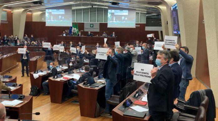 Protesta delle opposizioni in Consiglio regionale. Fiasconaro: