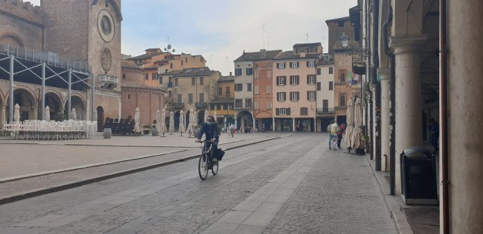 Lombardia in bilico tra zona rossa e arancione. Fontana: